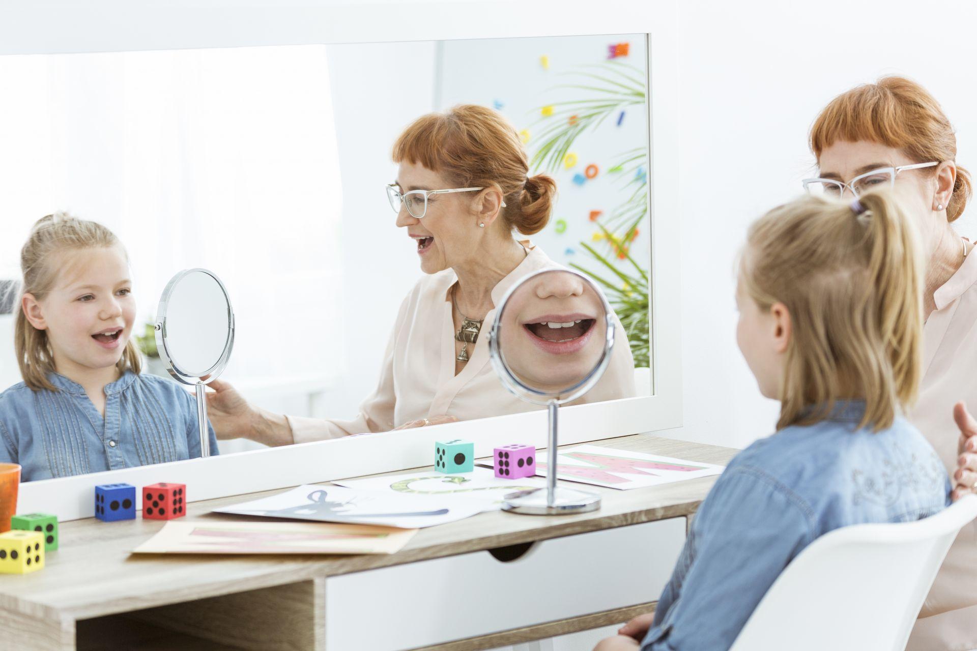 Quels moyens peut-on utiliser pour traiter les troubles du langage oral?